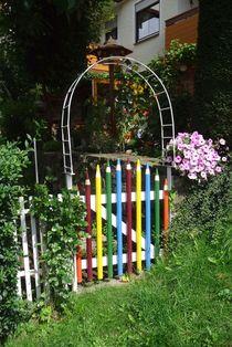 Bunte Garten-Tür von Angelika Keller