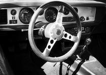 Lenkrad eines US-Autoklassikers der 1970er Jahre by Beate Gube