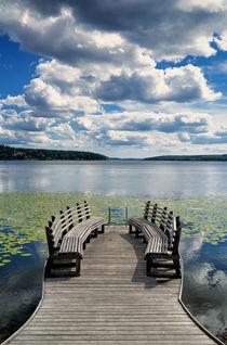 Bänke am See von Bruno Schmidiger