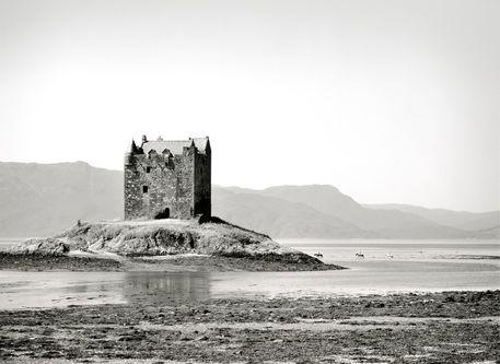 Scotland-strathclyde-castle-stalker-05-16