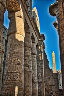 Pillars and Obelisk at Karnak Temple Luxor Egypt von Andy Doyle