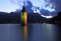 Kirchturm im Reschensee Südtirol by Patrick Lohmüller