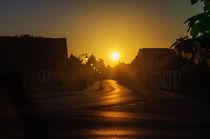 Sonnenaufgang über der Straße von Georg Tausche