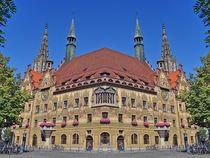 Ulmer Rathaus im Spiegelbild by kattobello