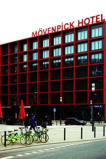 Am Mövenpick Hotel  von Bastian  Kienitz