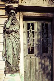 Statue am Grabhaus von Jürgen Creutzburg