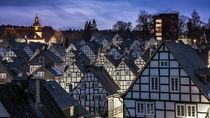 Fachwerkhäuser am Alten Flecken in Freudenberg am Abend von Klaus Tetzner