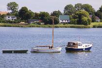 Boote vor dem Hafen der Insel Poel. by fischbeck