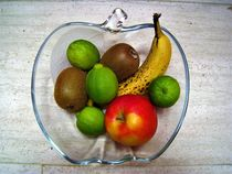 Obstschale mit Früchten von assy