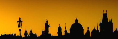 Prague-silhouettes-from-charles-bridge