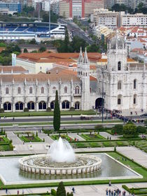 Panoramic view of Fountain on Empire Square and Jeronimos Monastery von ambasador
