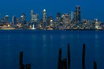 Seattle Skyline with City Lights von Jim Corwin