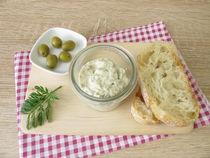 Aufstrich aus grünen Oliven und Frischkäse von Heike Rau