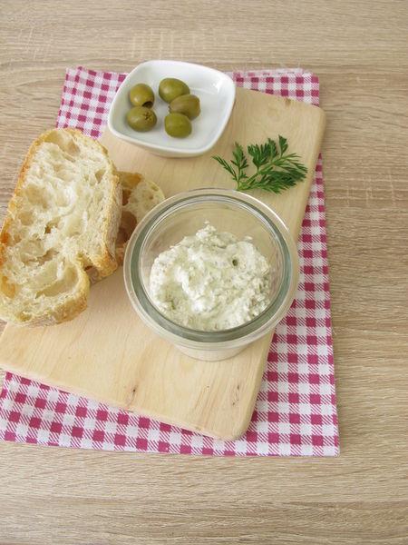 Img-1959-h-aufstrich-gruene-oliven