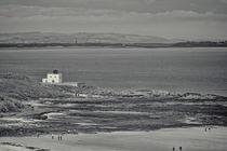 Bamburgh Lighthouse and Beach. von Colin Metcalf