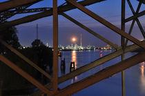 Hafenlichter an der Alten Harburger Elbbrücke von Thomas Sonntag