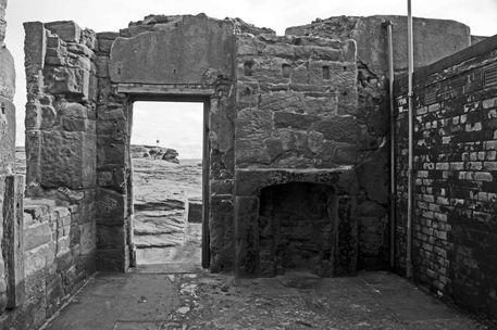 03-08-13-a-west-kirkby-hilbre-island-old-blockhouse-e