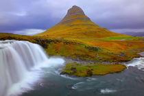 Kirkjufellsfoss Wasserfall Island by Patrick Lohmüller