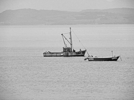 07-07-12-morecambe-the-prom-two-boats