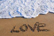 Love in den Sand geschrieben von Ioana Hraball