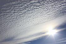 Sonne blinzelt im Wolkenmeer von Martina Lender-Frase