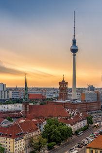 Blick über die Berliner City mit Fersehturm und Sonnenuntergang by David Mrosek