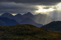 Crepuscular light rays over the Five Sisters von chris-drabble