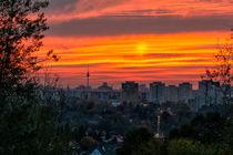 Blick über die Berliner Bezirke Marzahn Hellersdorf zum Sonnenuntergang von David Mrosek