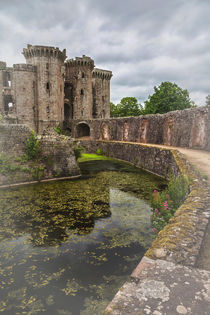 Pathway By The Castle Moat von Ian Lewis