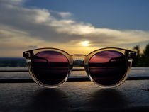 Sonnenbrille im Sonnenuntergang  by Andrea Ba