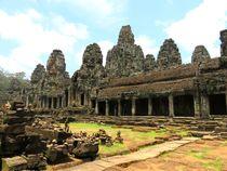 Königreich Kambodscha und Angkor Wat - The Bayon by Mellieha Zacharias