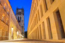 Katholische Liebfrauen Überwasser-Kirche in Münster mit Diözesanbibliothek und Institut für Diakonat in der Dämmerung der blauen Stunde von Münster Foto