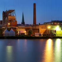 Alter Hafen in Münster mit Strandbar Coconut Beach und Heaven bei Nacht in der blauen Stunde von Münster Foto