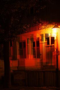 Nachts an einer Hausecke  von Bastian  Kienitz