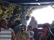 Einfahrt per Schiff in eine Karibikhöhle von klaus Gruber