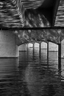 Under the Bridge von Elisabeth  Lucas