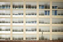 Hinter der Mauer  by Bastian  Kienitz