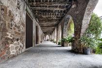 The Arcade of The Plaça Major (Santa Pau, Catalonia) von Marc Garrido Clotet