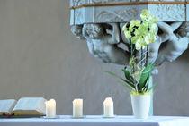 Altar in der Kirche by Daiana Hahn