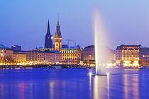 Hamburg - Binnenalster und Rathaus in der blauen Stunde by Olaf Schulz