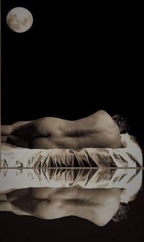 Hombre desnudo de espalda con luna von Ricardo De Luca