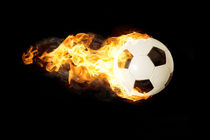 brennerder Fußball vor schwarzem Hintergrund von fotowelt-luebeck