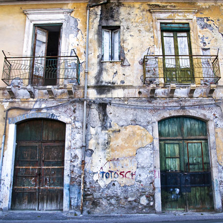 Fassade-tueren-fenster-taormina