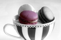 One Pink Macaron von Elisabeth  Lucas
