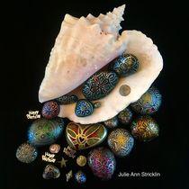 Happy Birthday Seashell by Julie Ann Stricklin von Julie Ann  Stricklin