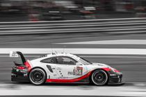 Black/White/Red Porsche in Le Mans von Richard Kortland