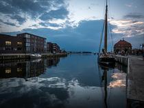Wismarer Hafen am Abend von Michael Winter
