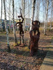 Figuren im Birkenwäldchen  by Reiner Poser