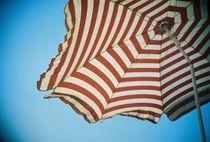 Lomo: Liegen unterm Sonnenschirm von Doreen Trittel