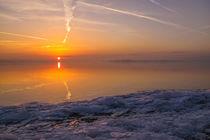 Sonnig kalter Wintermorgen im Naturschutzgebiet Mettnauspitze - Bodensee von Christine Horn